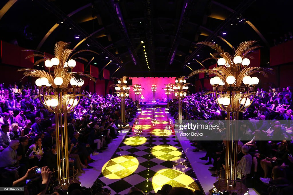Dolce And Gabbana - Runway - Milan Men's Fashion Week SS17 : News Photo