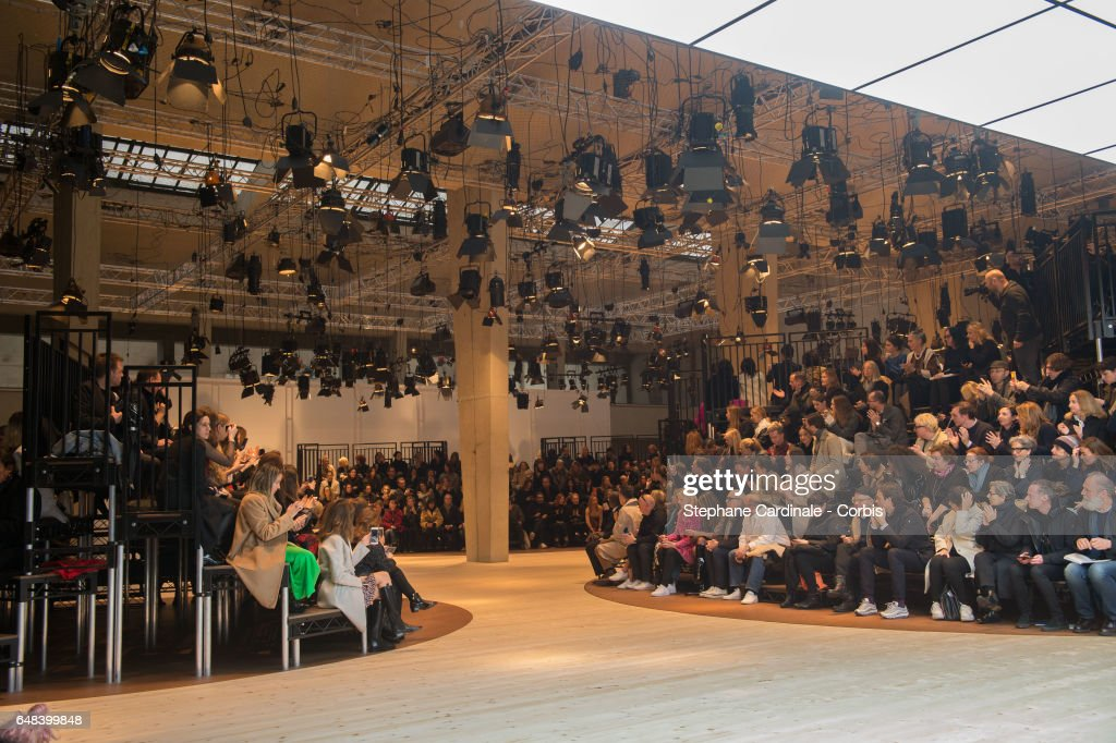 Celine : Runway - Paris Fashion Week Womenswear Fall/Winter 2017/2018 : News Photo
