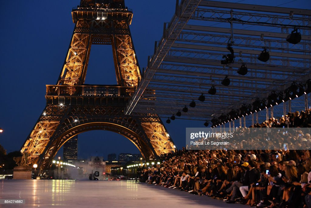 Saint Laurent : Runway -Paris Fashion Week Womenswear Spring/Summer 2018 : News Photo