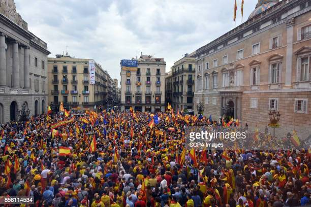 General view of the Sant Jaume square where the Government of Catalonia and Barcelona City Council stand About 5500 according to the Guardia Urbana...