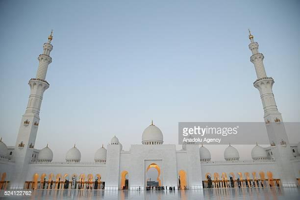 Dileri Bakan Mevl��t ��avuolu resmi temaslarda bulunma ��zere geldii Abu Dabi de eyh Zayed Camii'ni ziyaret etti General view of the Sheikh Zayed...