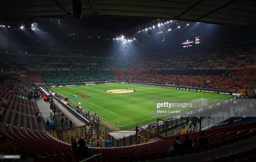 FC Internazionale Milano v VfL Wolfsburg - UEFA Europa League Round of 16 : News Photo