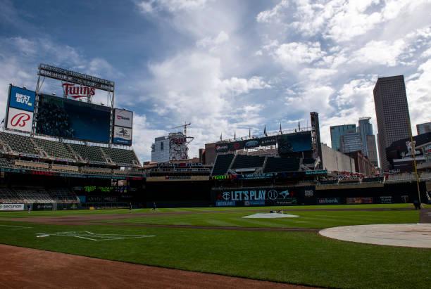 MN: Toronto Blue Jays v Minnesota Twins