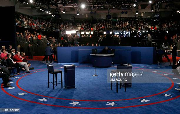General view of the stage taken before the second presidential debate at Washington University in St Louis Missouri on October 9 2016 / AFP / POOL /...