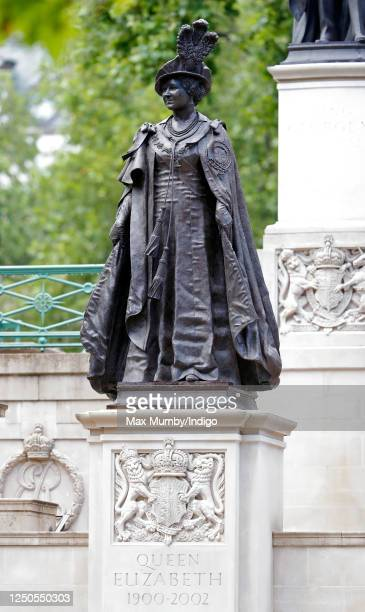 General view of the statue of Queen Elizabeth, The Queen Mother, at the foot of which French president Emmanuel Macron laid a wreath during a...