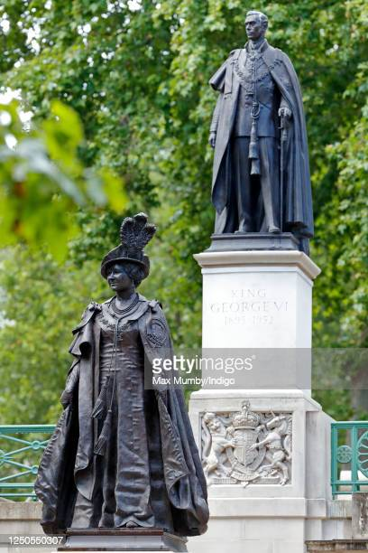 General view of the statues of King George VI and Queen Elizabeth, The Queen Mother, at the foot of which French president Emmanuel Macron laid a...