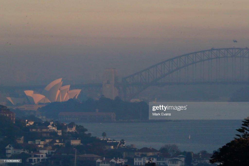 AUS: Smoke Haze Covers Sydney Following Hazard Reduction Burns