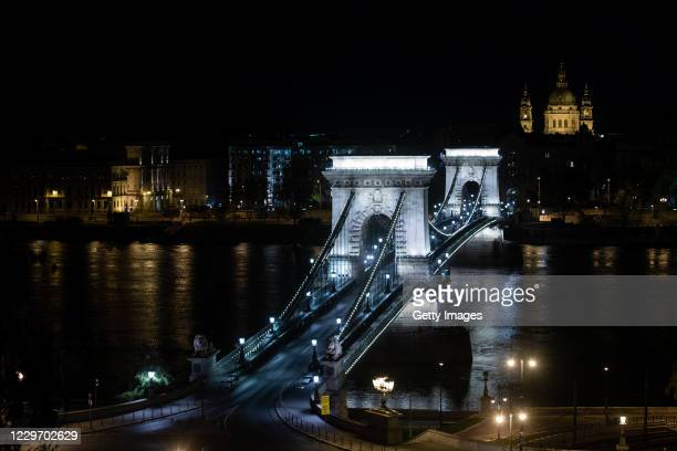 General view of the Széchenyi Chain Bridge during the night curfew on November 20, 2020 in Budapest, Hungary. This weekend Hungary will receive the...