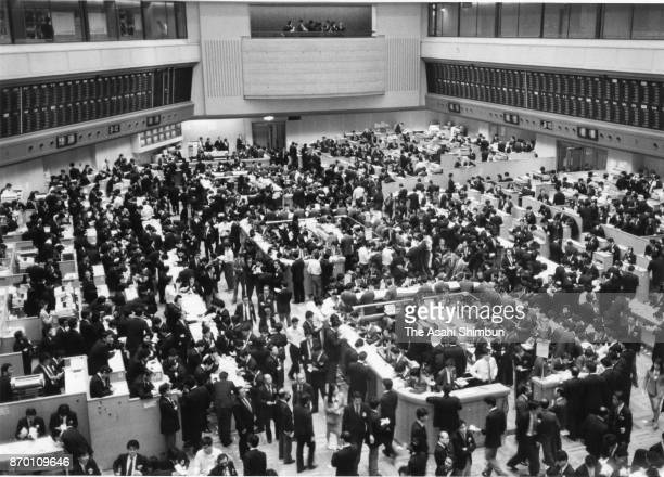 A general view of the Tokyo Stcok Exchange in December 1988 in Tokyo Japan