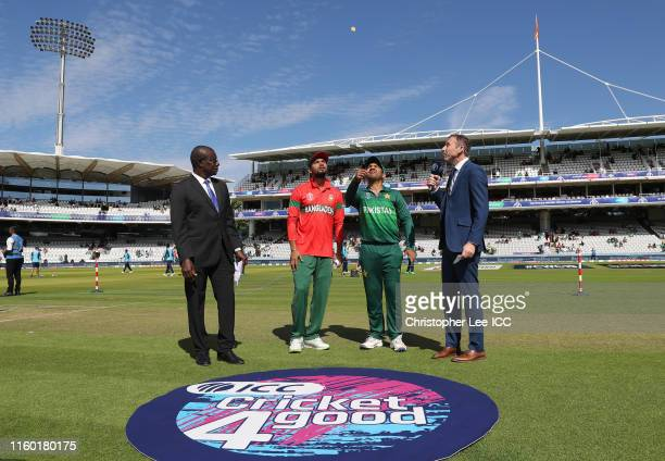 General view of the toss as Sarfaraz Ahmed of Pakistan flips the coin during the Group Stage match of the ICC Cricket World Cup 2019 between Pakistan...
