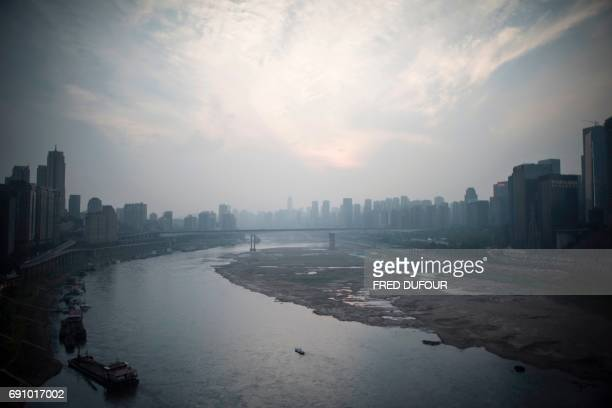 A general view of the Yangtze river in Chongqing on May 31 2017 / AFP PHOTO / FRED DUFOUR