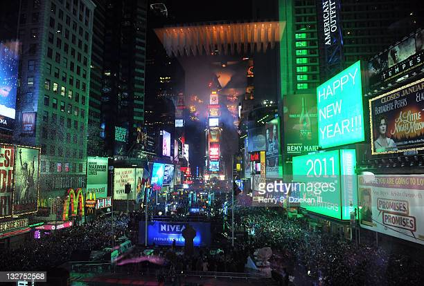 A General View Of Times Square At New Years During The R Lounge Year S Eve