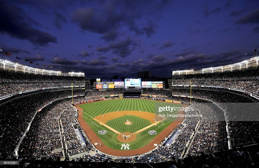 Minnesota Twins v New York Yankees, Game 1 : News Photo
