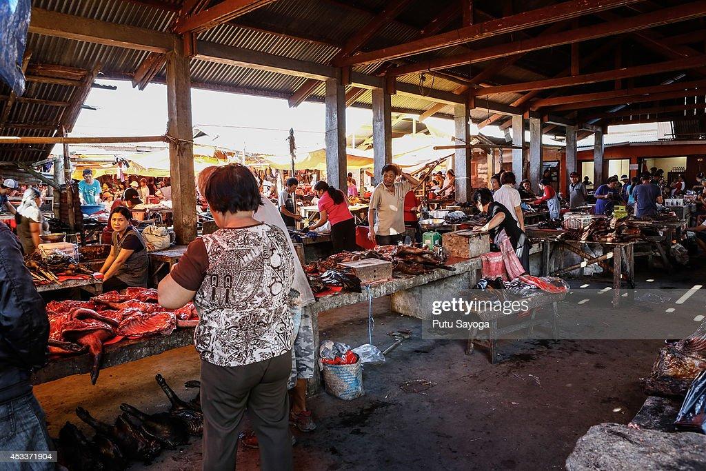 Langowan Traditional Market : News Photo