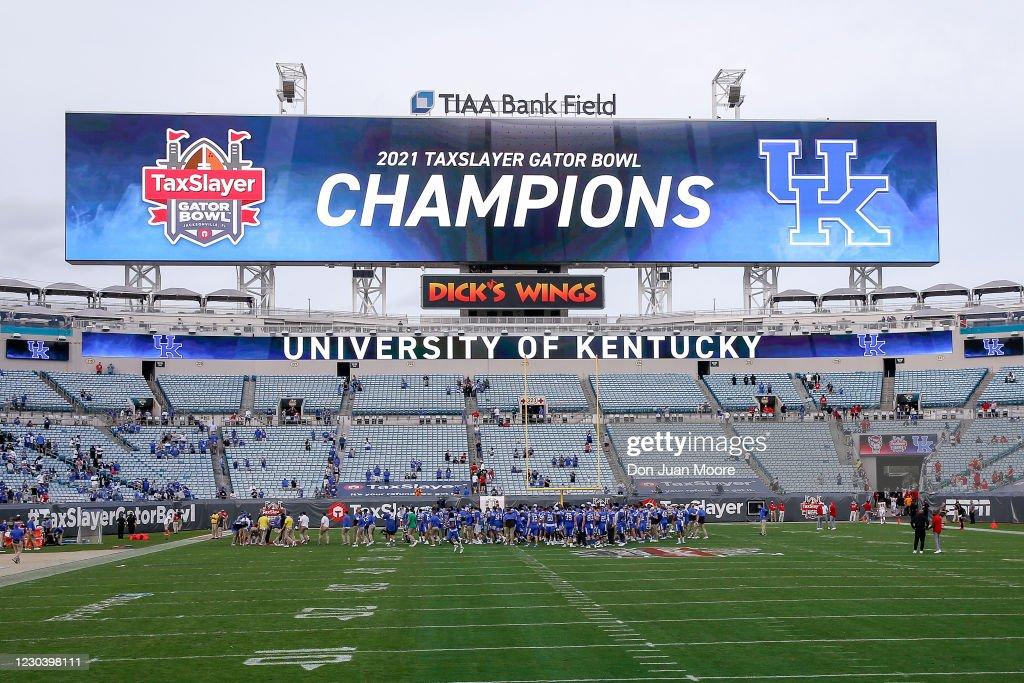 TaxSlayer Gator Bowl - North Carolina State v Kentucky : News Photo