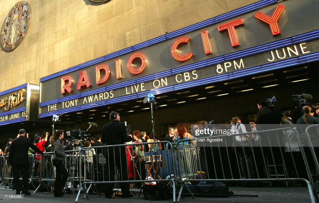 General view outside Radio City Music Hall during the 60th Annual Tony Awards June 11, 2006 in New York City, New York.