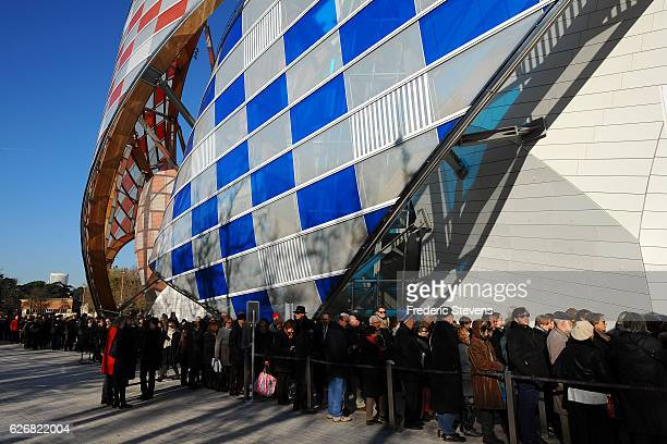A general view outside the Louis Vuitton foundationon November 30 2016 in Paris France One month after the opening of the exhibition the Chtoukine...