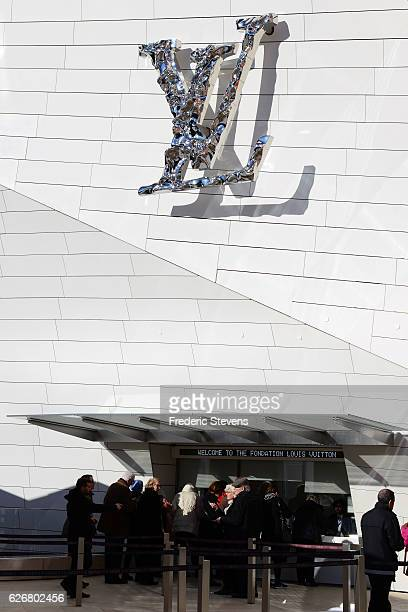 A general view outside the Lous Vuitton foundationon November 30 2016 in Paris France One month after the opening of the exhibition the Chtoukine...