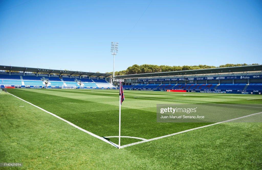 SD Huesca v FC Barcelona - La Liga : ニュース写真