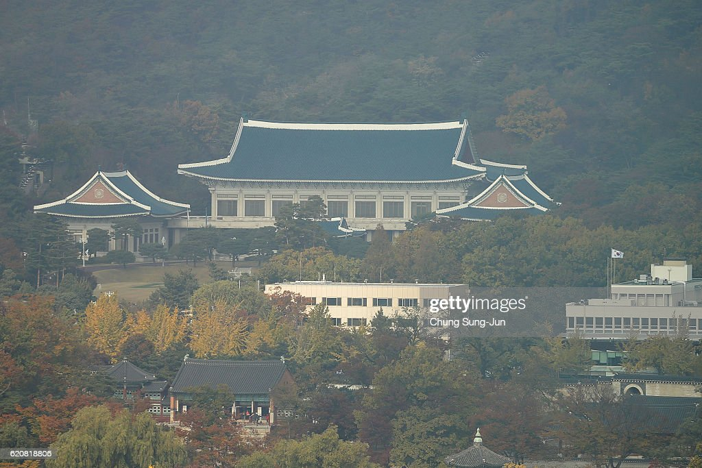 A general view show the presidential Blue House on November 3, 2016 in Seoul, South Korea. The prosecutors were issued an arrest warrant for Choi Soon-sil for allegedly influencing state affairs and embezzling money by taking advantage of her close relationship with President Park Geun-hye.