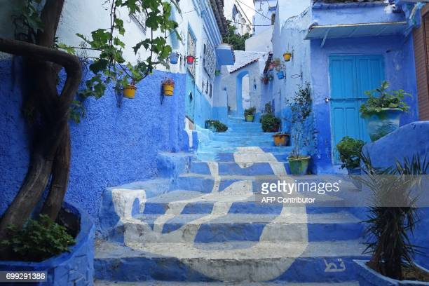 A general view shows a street painted in the tradition blue of the northern Moroccan Rif town of Chefchaouen on June 21 2017 / AFP PHOTO / EMILY...