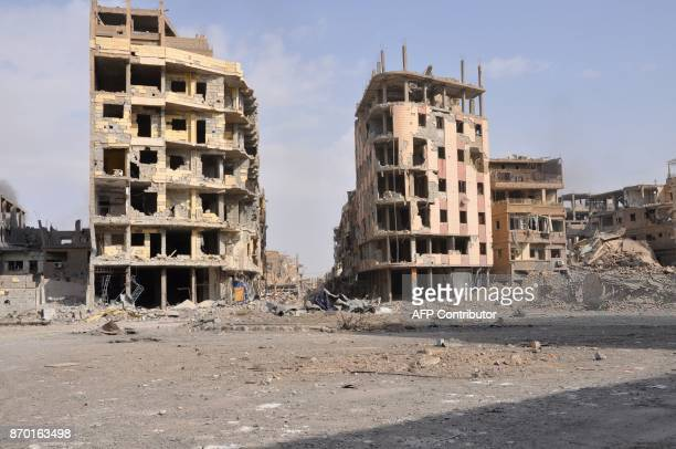 A general view shows damaged buildings in the eastern Syrian city of Deir Ezzor on November 4 2017 Syrian and allied forces converged on holdout...