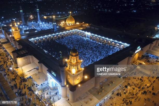 A general view shows Iraqi Shiite Muslims praying at the Great Mosque of Kufa in the city of the same name 10 kilometres northeast of Iraq's central...