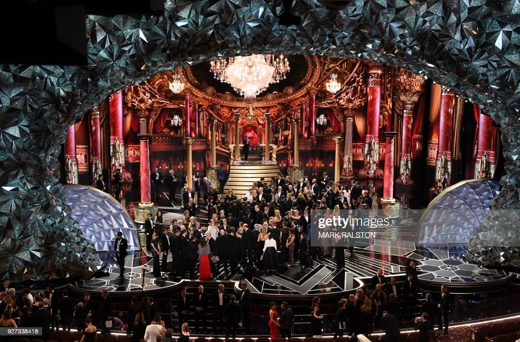 A general view shows laureates and casts on stage at the end of the 90th Annual Academy Awards show on March 4, 2018 in Hollywood, California. / AFP PHOTO / Mark RALSTON