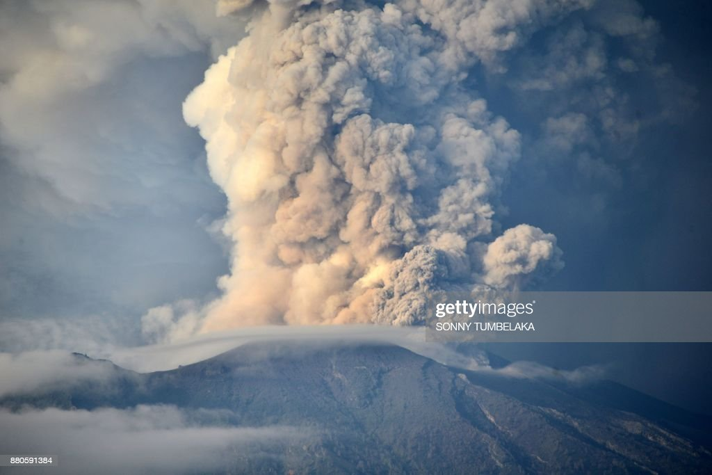 A general view shows Mount Agung erupting seen from Kubu sub-district in Karangasem Regency on Indonesia's resort island of Bali on November 28, 2017. Indonesian authorities extended the closure of the international airport on the resort island of Bali for a second day over fears of a volcanic eruption. /
