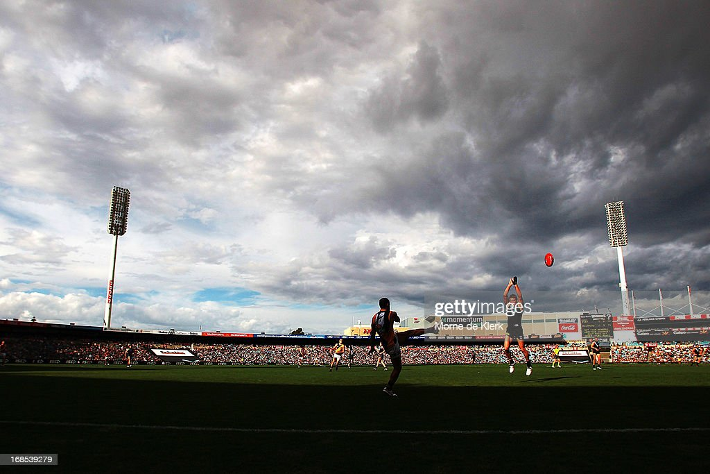 A general view shows play during the round seven AFL match between Port Adelaide Power and the Richmond Tigers at AAMI Stadium on May 11, 2013 in Adelaide, Australia.