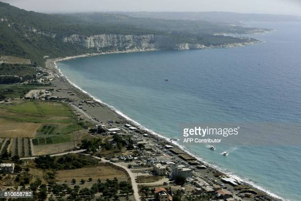 A general view shows Syrians on the shores of Wadi Qandil north of the seaside city of Latakia near the town of Kassab on July 7 2017 / AFP PHOTO /...