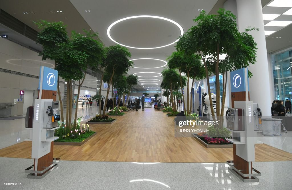 A general view shows the arrival lobby at Terminal 2 of Incheon International Airport, west of Seoul, on January 18, 2018. Incheon airport, South Korea's top gateway, on January 18 opened its second terminal, three weeks before the opening of the Pyeongchang Olympics, airport authorities said. Terminal 2 houses four airlines -- South Korea's flag carrier Korean Air, Air France, Delta, and KLM Royal Dutch Airlines.