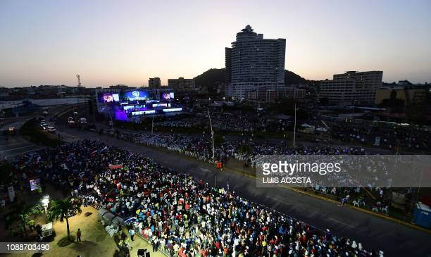 General view taken during a Via Crucis procession with Pope Francis on the main highway running along Panama City's Pacific shoreline taken on...