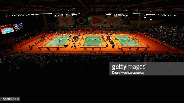 General view with Long Chen of China competing against Niluka Karunaratne of Sri Lanka in t the centre court in the Mens Singles on Day 6 of the 2016...