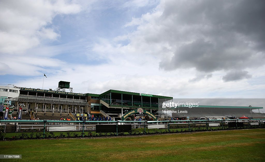 Newcastle Races : News Photo