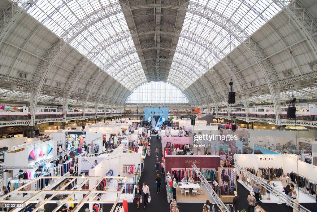Pure London fashion 2017 - Day One : News Photo