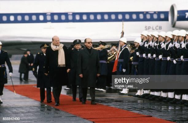 General Wojciech Jaruzelski and Italian Prime Minister Bettino Craxi at Ciampino airport
