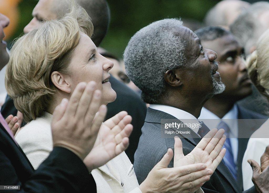U.N. General-secretary Kofi Annan (R) and German Chancellor Angela Merkel clap their hands during an opening ceremony on July 11, 2006 in Bonn, Germany. Annan and Merkel inaugurated the United Nations campus, the German U.N. headquarters, in the former West German capital of Bonn.
