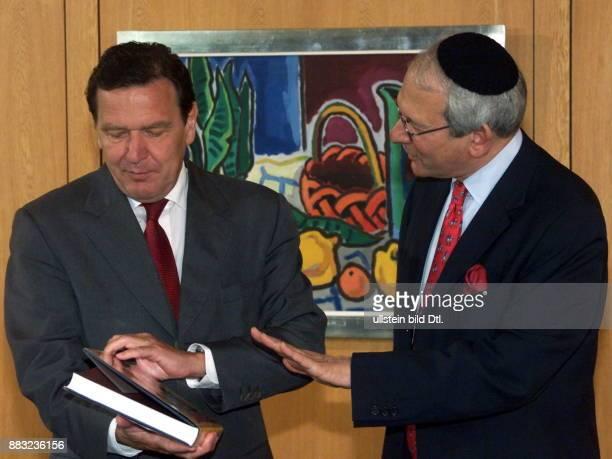 Generalsekretär des jüdischen Weltkongresses USA Vorsitzender der Conference on Jewish Material Claims against Germany Singer mit Bundeskanzler...