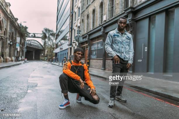 世代 z アフリカ民族の若者たち-イギリス - street style ストックフォトと画像