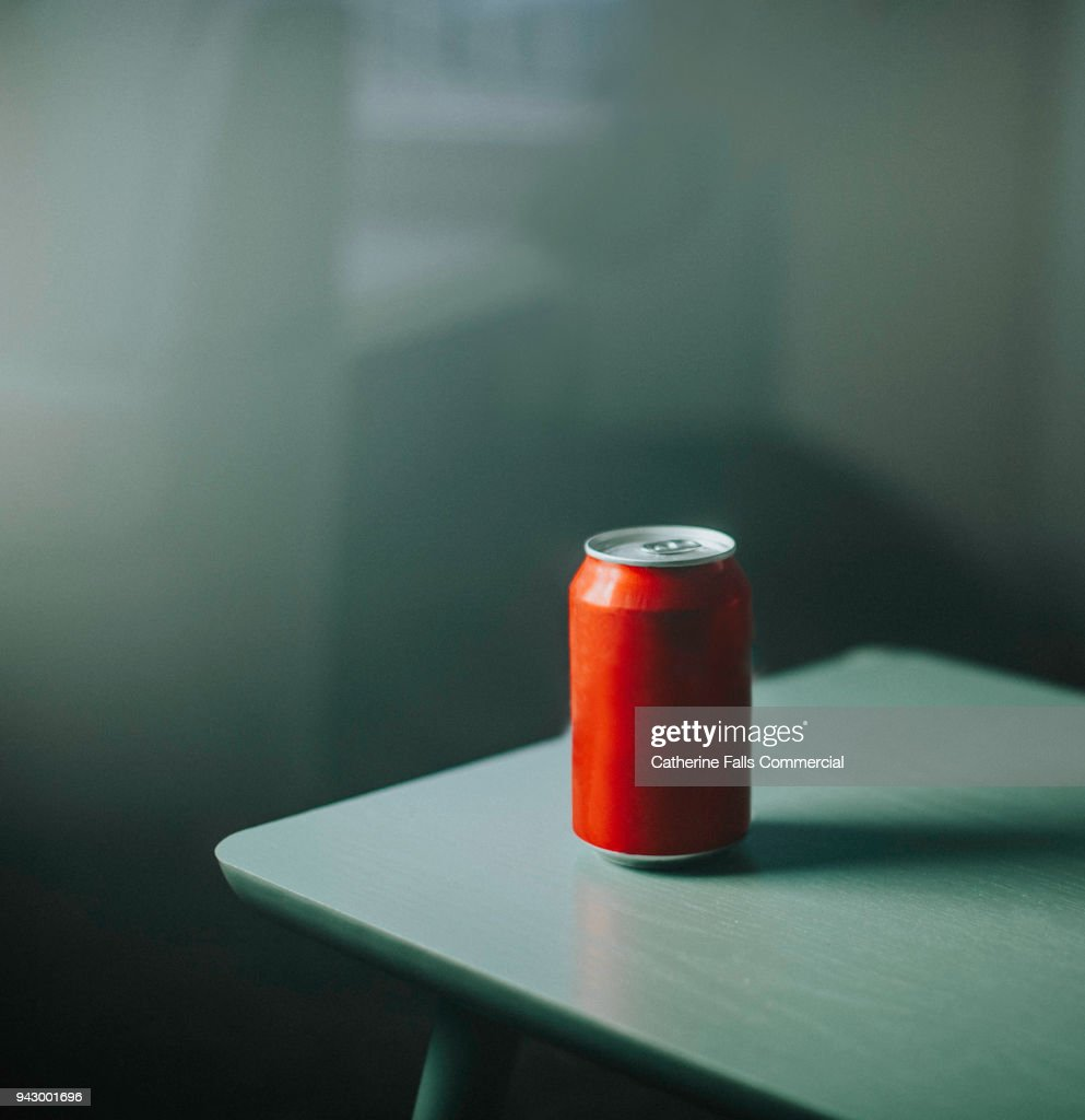 Generic, plain, unbranded drink can. : Foto de stock