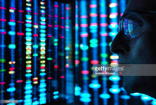 genetic research, scientist viewing dna information on screens - pesquisa genética - fotografias e filmes do acervo