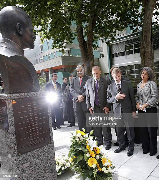 French Foreign Minister Bernard Kouchner with Annie de Mello face 05 July 2007 a bust of late High Commissioner for Human Rights Brazilian Sergio...