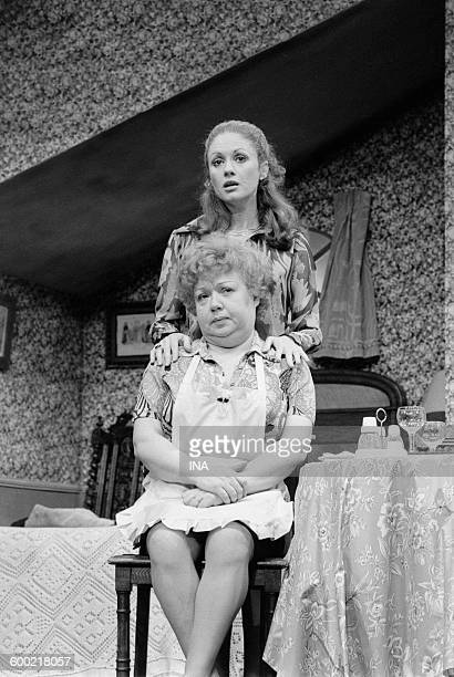 "Geneviève Fontanel and Jackie Sardou on stage in the play ""The white queen""."