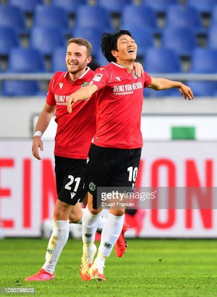 Genki Haraguchi of Hannover 96 celebrates with Jannes Horn of Hannover 96 after scoring the third goal during the Second Bundesliga match between...