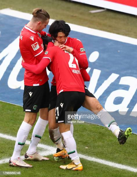 Genki Haraguchi of Hannover 96 celebrates with teammates after scoring his team's second goal during the Second Bundesliga match between Hannover 96...