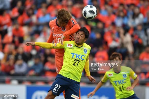 Genki Omae of Omiya Ardija and Ryosuke Hisadomi of Tochigi SC compete for the ball during the JLeague J2 match between Omiya Ardija and Tochigi SC at...