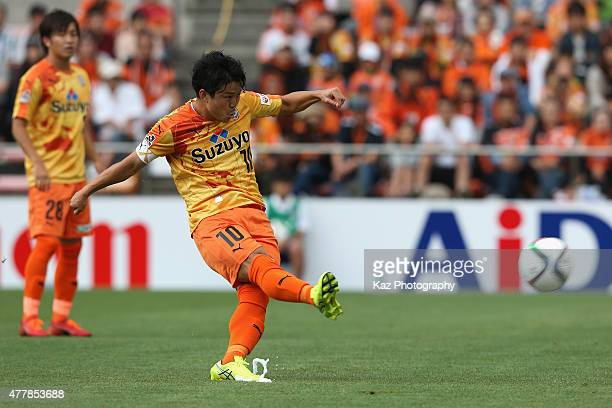 Genki Omae of Shimizu SPulse in action during the JLeague match between Shimizu SPulse and Ventforet Kofu at IAI Stadium Nihondaira on June 20 2015...