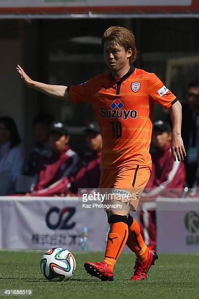Genki Omae of Shimizu SPulse in action during the JLeague match between Shimizu SPulse and Vissel Kobe at IAI Stadium Nihondaira on May 17 2014 in...