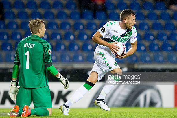 Genk's Dutch goalkeeper Marco Bizot looks on after Sassuolo's Antonino Ragusa scored a goal during the UEFA Europa League football match Genk vs...